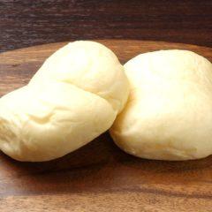 アニメに出そうな白いパン 280円